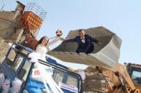 ORÇUN - Evlilik Teklifini Kepçenin Üzerinde Yaptı