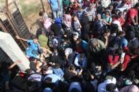 EZİLME TEHLİKESİ - Suriyelilerin İzdihamını Komandolar Engelledi