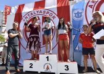 ERDAL İNÖNÜ - Yüzücülere Ödüller Başkan Uysal'dan