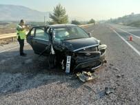 ERKMEN - Adıyaman'da Otomobil İle Kamyonet Çarpıştı Açıklaması 4 Yaralı