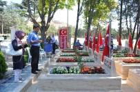 MEZARLIK ZİYARETİ - Bayram Süresince Mezarlıklarda Özel Düzenlemeler