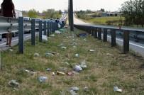 KAPIKULE SINIR KAPISI - Gurbetçilerin Çevreye Attığı Çöpler Tepkilere Neden Oldu