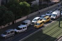 ERSİN ARSLAN - Hasta Taşıyan Ambulans, Bayram Trafiğine Yakalandı