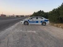 TRAFİK KURALI - Niğde'de Yol Kenarlarına Maket Trafik Polisi Aracı Konuldu