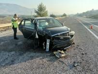 ERKMEN - Otomobil İle Kamyonet Çarpıştı Açıklaması 4 Yaralı