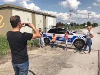 TRAFİK KURALI - - Kazaları Önlemek İçin 'Maket Polis Arabası' Koyuldu