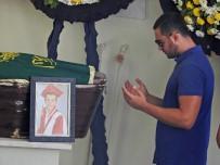 ATATÜRKÇÜ DÜŞÜNCE DERNEĞI - 19 Yaşında Kazada Ölmüştü, Gözyaşlarıyla Defnedildi