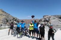 Bisikletçiler Tarihe Pedal Çevirdi