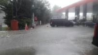 TAKSIM MEYDANı - İstanbul'da Şiddetli Yağmur Etkili Oldu