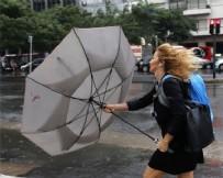 SAĞANAK YAĞIŞ - İstanbul'da beklenen yağış başladı