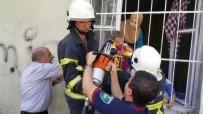 KURTARMA OPERASYONU - Kafası Demir Korkuluklara Sıkışan Minik Rijad'ın Yardımına İtfaiye Yetişti