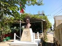 OTOBÜS TERMİNALİ - Köylere Atatürk Büstü