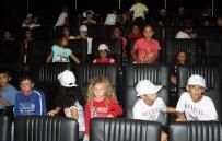 YÜRÜYEN MERDİVEN - Mevsimlik İşçilerin Çocuklarına Sinema Sürprizi