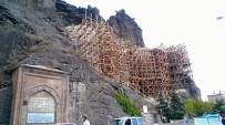 Osmancık'ta Tarihi Köprü Ve Kalede Restorasyon Çalışmaları Hızlandırıldı
