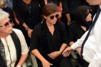 Filiz Aker - Vatan Şaşmaz'ın Eşi Tören Boyunca Karnındaki Bebeğini Tuttu