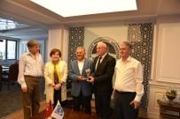 KAFKASYA - Birleşik Kafkasya Derneği Yönetim Kurulundan Teşekkür Plaketi