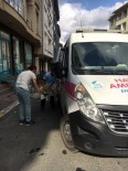 KEMERBURGAZ - Eyüp'te Arabanın Çarptığı Köpek Tedavi Altına Alındı
