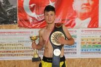 TÜRKIYE MUAY THAI FEDERASYONU - Karaman'da Fabrika İşçisi Genç, Dövüş Sanatlarında Altın Kemerin Sahibi Oldu