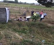 YOLCU MİDİBÜSÜ - Midibüs Tırla Çarpıştı Açıklaması 30 Yaralı