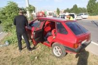 AHMET CAN - Otomobil Aydınlatma Direğine Çarptı Açıklaması 4 Yaralı