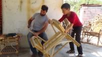 LAZKİYE - Suriyeli Hajhasan Bambudan Bahçe Mobilyası Üretiyor
