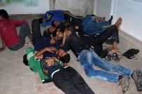 İNSAN KAÇAKÇILARI - Aç Kalan Sığınmacılar Polise Başvurdu
