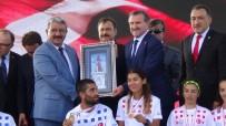 EL EMEĞİ GÖZ NURU - Başkan Ferit Karabulut'tan Bakanlara, 'Şehit Sancaktar Anıtı' Tablosu