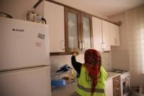 EVDE TEK BAŞINA - Engelli, Yaşlı Ve Kimsesizlerin Evinde Bayram Temizliği