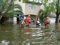 ŞİDDETLİ YAĞIŞ - Houston'da Sokağa Çıkma Yasağı İlan Edildi
