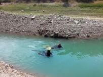 OSMAN YıLMAZ - İlaçlama Tankına Su Doldurmak İsteyen Baba Oğul Baraj Gölüne Düştü