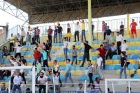 POLİS MÜDAHALE - Kupa Maçında Olaylar Çıktı, Emniyet Müdürü Yaralandı
