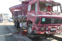 KAMYON ŞOFÖRÜ - Kurbanlık Taşıyan Kamyon Yolcu Otobüsüne Arkadan Çarptı Açıklaması 6 Yaralı