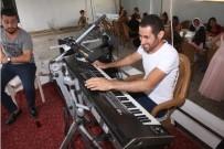 AKRABA EVLİLİĞİ - Müzik, Görme Engelli Musa'yı Hayata Bağladı