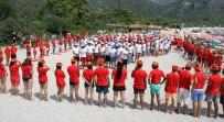 ÖLÜDENİZ - Plajda Türk Bayrağı Oluşturdular