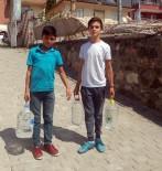 MUSTAFA ARSLAN - Mezarlıkta Su Satarak Bayram Harçlığını Kazanıyorlar