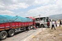 AHMET TÜRK - Cuma Namazına Giden İşçilerin Bulunduğu Otobüs Kaza Yaptı Açıklaması 27 Yaralı