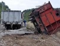 TREN SEFERLERİ - Yük treni raydan çıktı: 2 makinist öldü