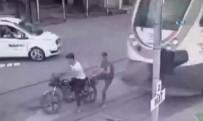KILIMLI - Feci Kaza Kamerada Açıklaması Trenin Altında Kaldılar