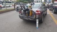 DEVRIM - Fren Yerine Gaza Basınca Otomobile Çarptı Açıklaması 3 Yaralı