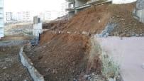 ERTUĞRUL GAZI - Gaziantep'te İstinat Duvarı Çöktü
