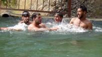 HAYRETTIN ÇIFTÇI - Hakkarili Çiftçiler Sulama Havuzunda Serinliyor