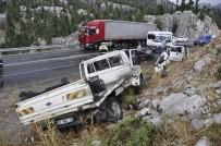AMBULANS HELİKOPTER - İki Ayrı Kazada 12 Kişi Yaralandı