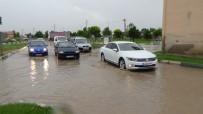 20 DAKİKA - Kütahya'da Yağmur Caddeleri Göle Çevirdi