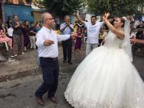 DAVUL ZURNA - Nikahı Kıyan Başkan, Gelin Ve Damatla Karşılıklı Oynadı