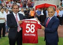 SİVAS VALİSİ - Otyakmaz Açıklaması 'Yeni Sezonda Güçlü Bir Sivasspor İzlettireceğiz'