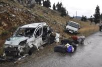 AMBULANS HELİKOPTER - Seydişehir'de İki Ayrı Kazada 12 Kişi Yaralandı