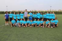 Turgutlu Esnafı Kadın Futbol Takımına Sahip Çıkıyor