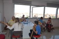 BAĞLAMA - Ünlü Halk Ozanı Gençlik Merkezi'nde Bağlama Eğitimi Veriyor