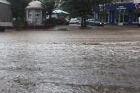 YILDIRIM DÜŞMESİ - Aydın'da Yaz Yağmuru Hayatı Felç Etti