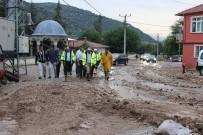 ŞEHMUS GÜNAYDıN - Isparta'da Şiddetli Yağış 25 Evde Zarara Yol Açtı